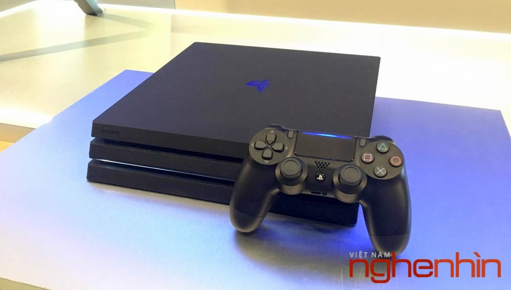Play Station 4 Pro ra mắt