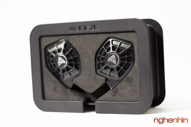 Mở hộp cặp tai nghe từ phẳng in-ear Audeze iSine 10 ảnh 3